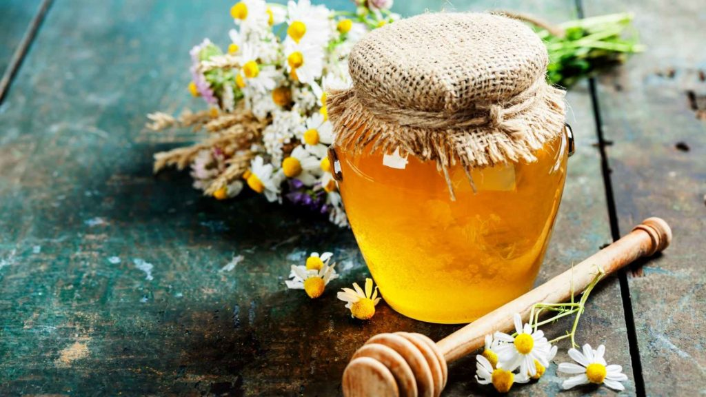 7 Top Benefits Of Honey For Skin And Hair